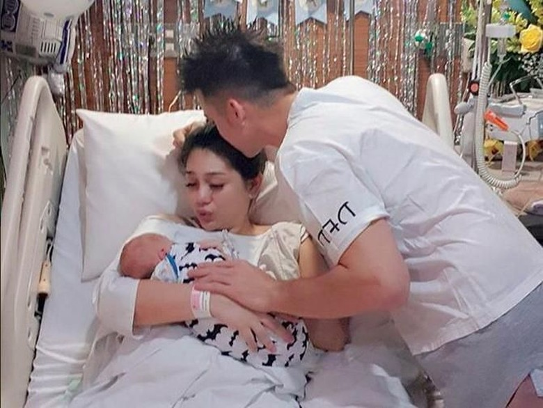 Celine Evangelista Tunggu 40 Hari untuk Posting Wajah Anaknya