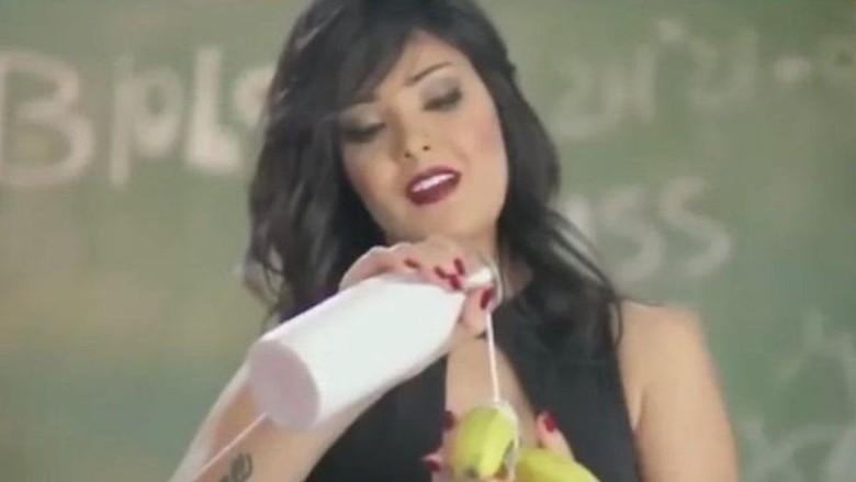 Video Musiknya Dianggap Cabul, Penyanyi Mesir Ditangkap