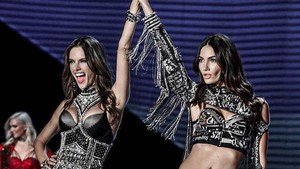 Tak Lagi Diet, Model Victorias Secret Melahap Ini Usai <i>Fashion Show</i>