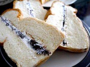 Efek Negatif Banyak Makan Tahu dan Roti Ganda Nikmat di Pematang Siantar