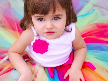 Rok tutu pelangi bikin bocah yang satu ini makin cantik. (Foto: Instagram/ @jamesgirone)