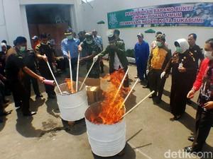 Kejari Sukabumi Musnahkan Senjata Tajam, Narkotika dan Obat-obatan
