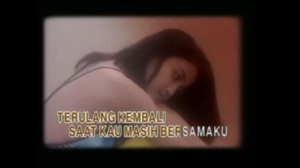 Pipik Dian Irawati dalam video klip Stinky.