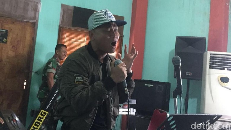 Kapten Yosua Bawa Lagu Boru Panggoaran di Resepsi Kahiyang-Bobby