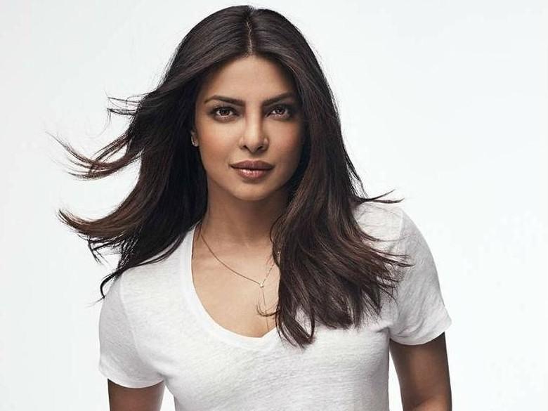Priyanka Chopra Didapuk Sebagai Wanita Asia Paling Seksi