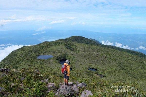 Gunung Talamau di Sumbar