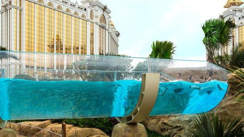 Terletak di Hotel Okura, Makau, pantai buatan ini berada di arena permainan air bernama Grand Resort Deck (Hotel Okura Makau)