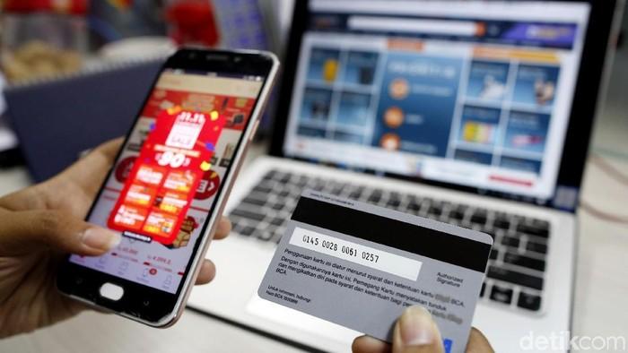 Illustrasi Kartu Kredit dan Belanja Online