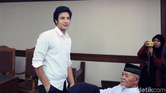 Ammar Zoni saat menghadiri persidangan di PN Jakarta Pusat.