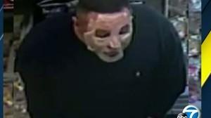 Polisi LA Buru Perampok yang Tutupi Wajah Pakai Masker Kecantikan