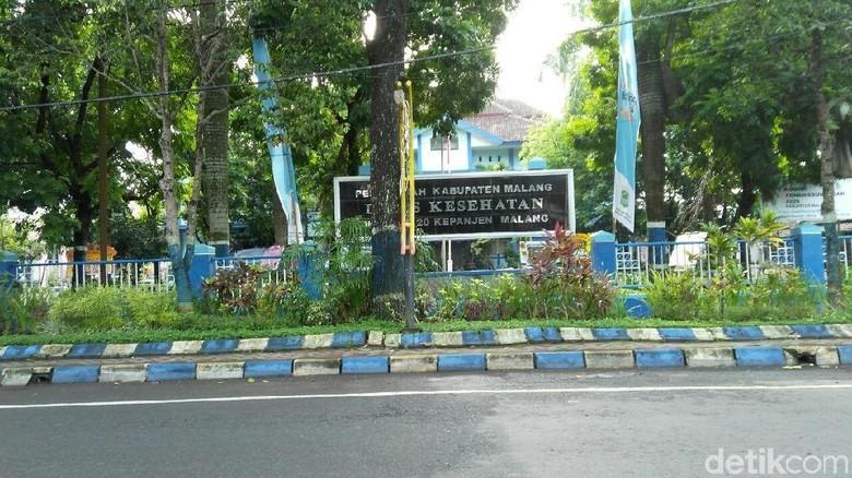 Dominasi Warna Biru Pada Pohon dan Gedung Aset Pemkab Malang Disoal