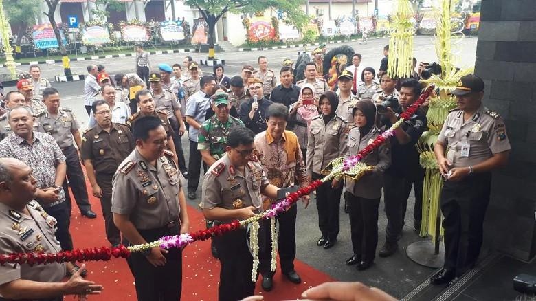 Kapolda Jatim Resmikan Gedung Pelayanan Publik Polrestabes Surabaya