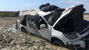 Dikelilingi Buaya, Dua Pria Australia Ini Terpaksa Tidur di Atap Mobil