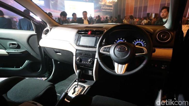 Mobil dengan transmisi matik Foto: Ari Saputra