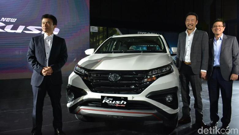 Petinggi Toyota saat peluncuran Toyota Rush terbaru Foto: Toyota