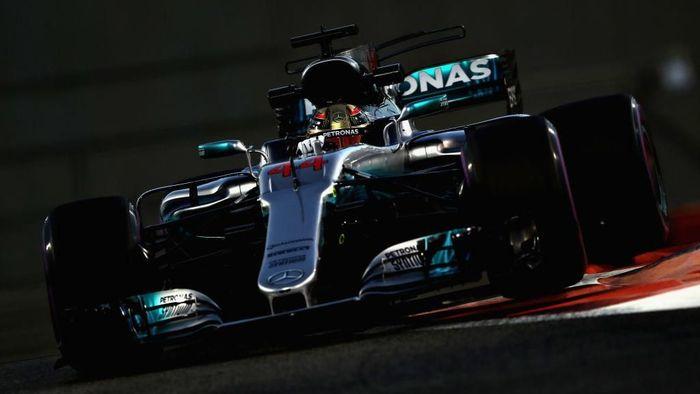 Lewis Hamilton tercepat di sesi latihan bebas kedua GP Abu Dhabi (Foto: Mark Thompson/Getty Images)