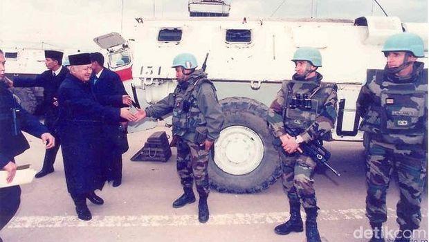 Presiden Soeharto tiba di Sarajevo, 13 Maret 1995