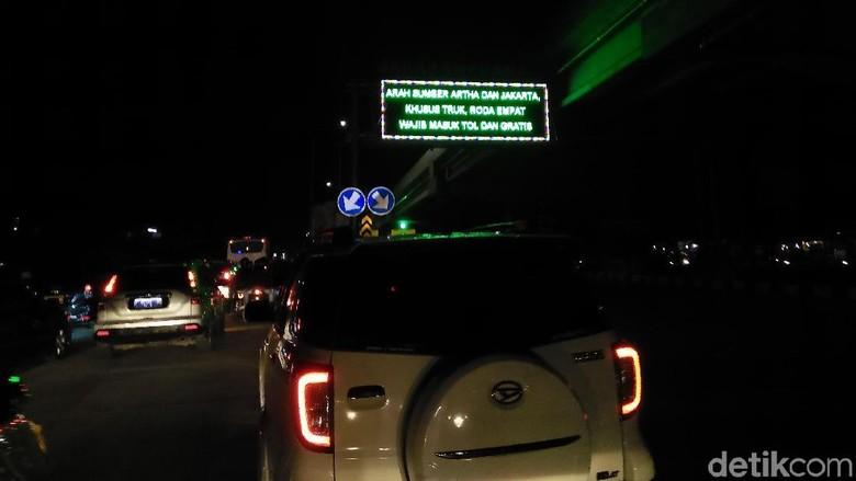 Macet, Lalin Bekasi Arah Jakarta Dialihkan ke Tol Becakayu