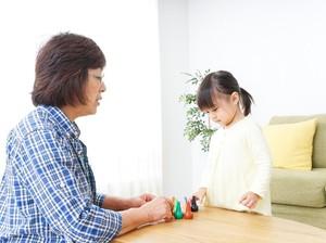 Anak Lebih Dimanja oleh Neneknya? Hmm, Nggak Juga Tuh