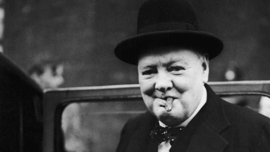 Winston Churchill dikenang dalam sejarah sebagai salah satu mantan Perdana Menteri Britania Raya. Di samping kehidupan politiknya, ternyata ia sempat menulis esai pada 1939 mengenai adanya kehidupan alien di luar angkasa. Foto: (Dok. CNN Travel)
