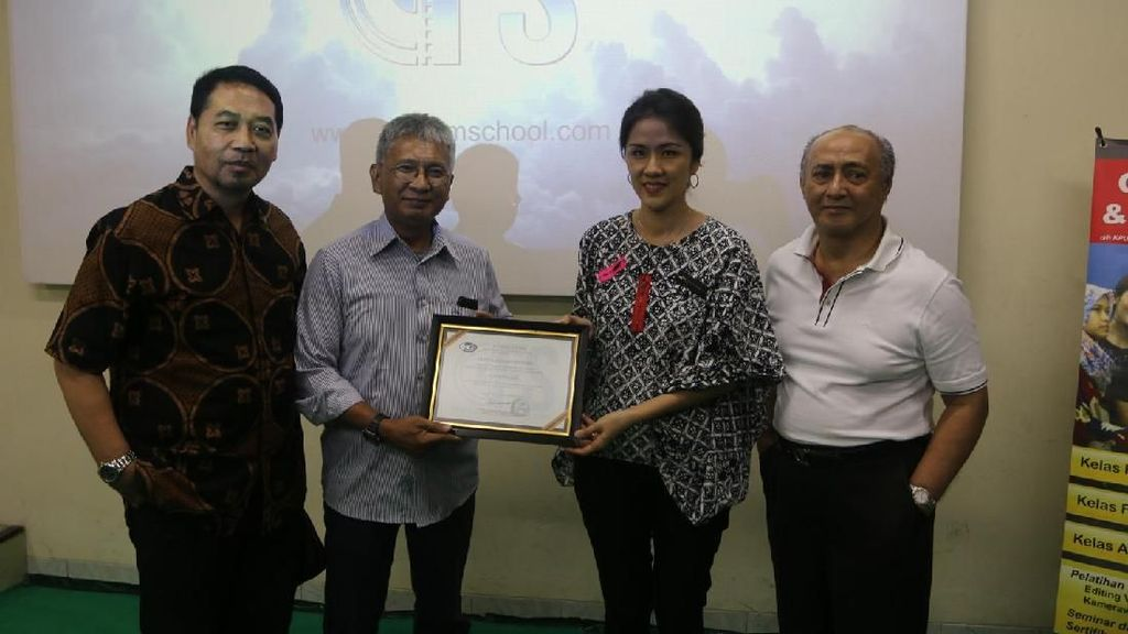 Cinema 21 Persembahkan Layar dan Proyektor untuk Yayasan PPHUI