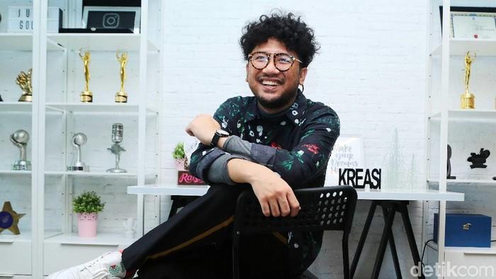 Kunto Aji launching single baru Konon Katanya di kawasan Kemang.