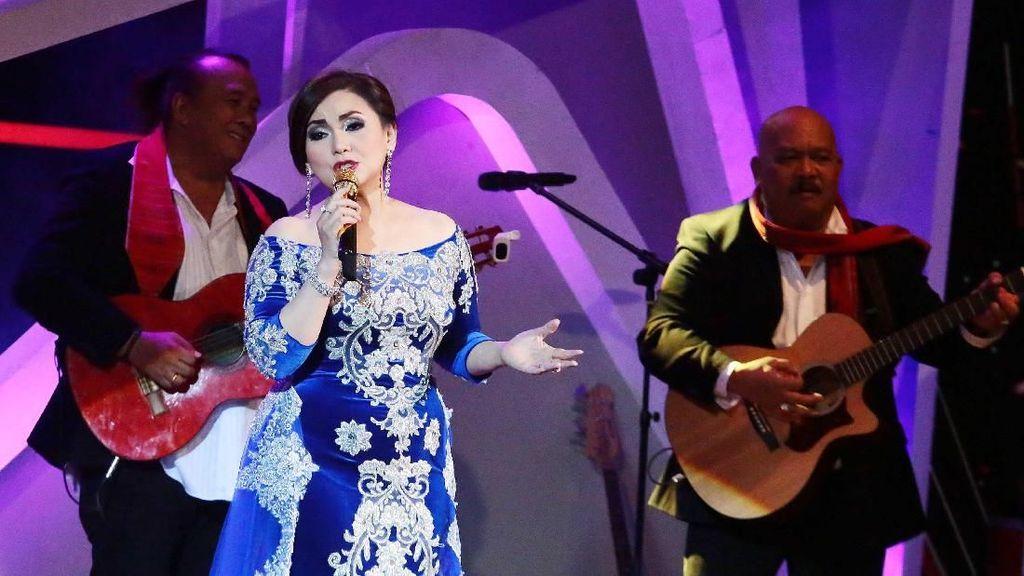 Nia Daniaty hingga Kapolri Ramaikan Konser Mengenang Benny Panbers