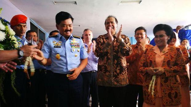 Chairman CT Corp Chairul Tanjung dan KSAU resmikan Airforce Mart