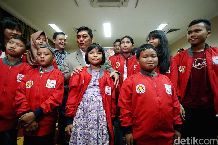 Utut melepas 12 pecatur remaja yang akan bertanding di Kejuaraan Catur Kelompok Umur Asia Tenggara Terbuka pada 25 November hingga 4 Desember 2017 di Kuantan, Pahang, Malaysia.