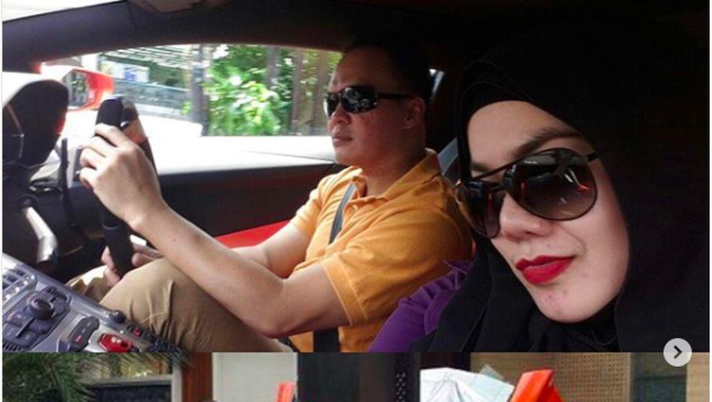 Sarita dan Harris Sama-sama Penggila Mobil Mewah