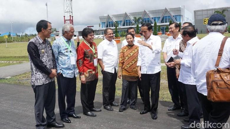 Usai Peresmian, Jokowi Langsung Minta Bandara Silangit Diperbesar