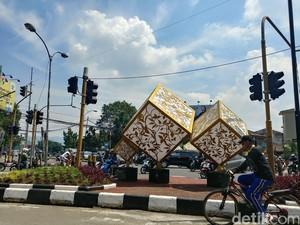 Ornamen Abstrak Hiasi Sudut Kota Bandung