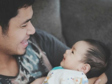 Nah, kalau ini Malik bareng si ayah. (Foto: Instagram/ichasoebandono)