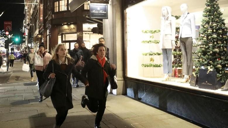 Foto: Kepanikan di Oxford Street London Saat Ada Isu Penembakan