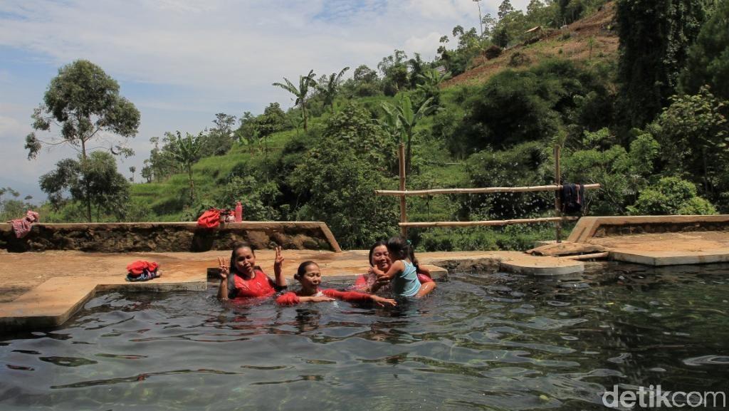 Mengunjungi Mata Air Berkhasiat di Kabupaten Bandung