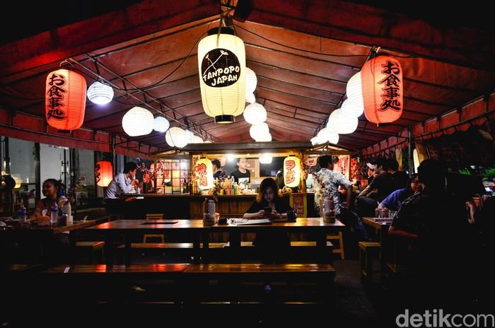 Tanpopo adalah sebuah kedai kaki lima berkonsep streetfood Jepang.