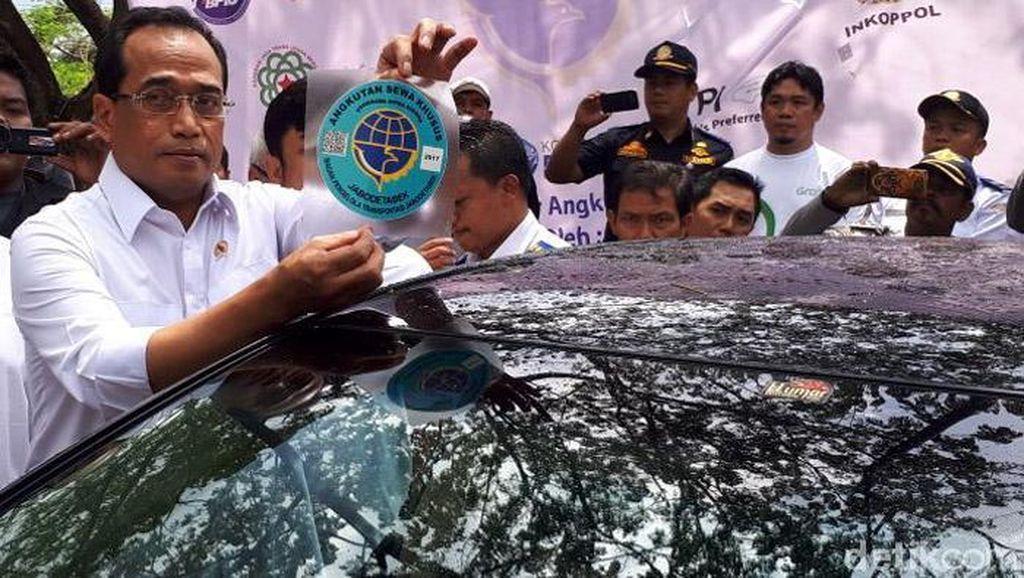 Tak Ada Kewajiban Stiker dan Uji KIR di Aturan Baru Taksi Online?