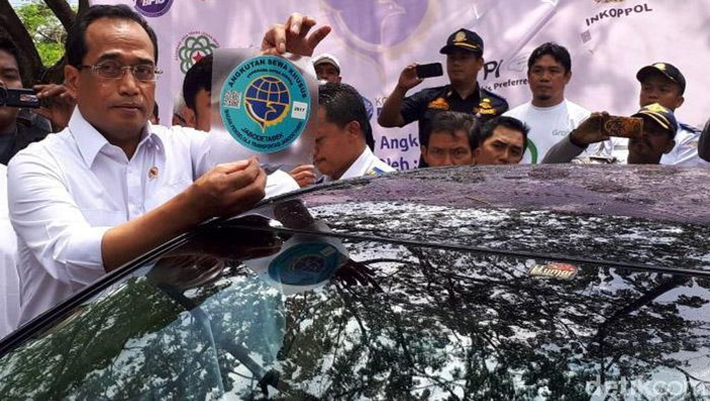 Menhub: Taksi Online Harus Bayar Pajak
