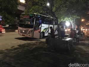 Saat Malam, Masih Ada Terminal Bayangan di Latumenten Jakbar