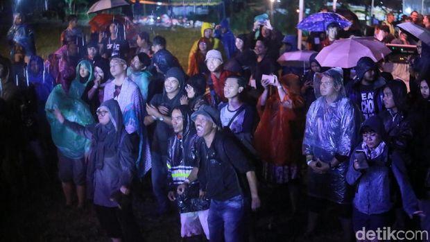 Hujan dan Lumpur Buat Payung Teduh Nostalgia di Kulfest 2017