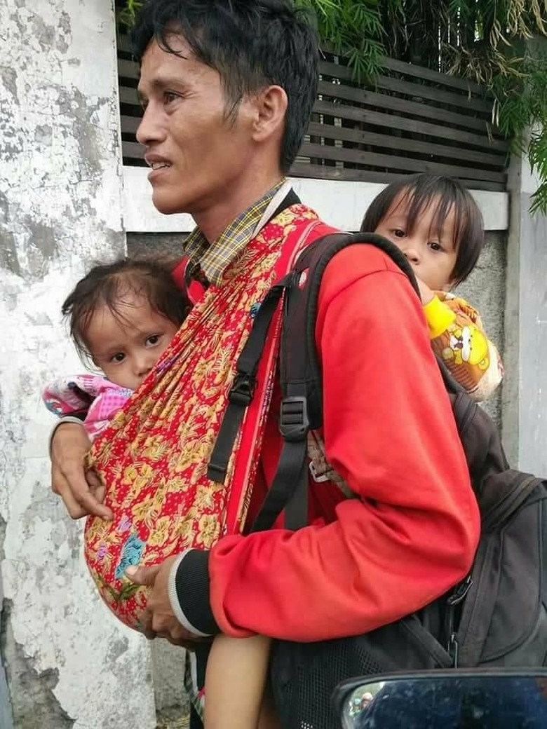 Dinsos DKI Cari Bapak Gendong 2 Anak yang Fotonya Viral di Medsos