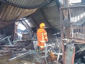 Gudang Mebel di Bandung Terbakar, Anak Pemilik Tewas