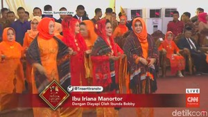 Setelah Jokowi, Ganti Iriana Manortor di Pesta Adat Kahiyang-Bobby