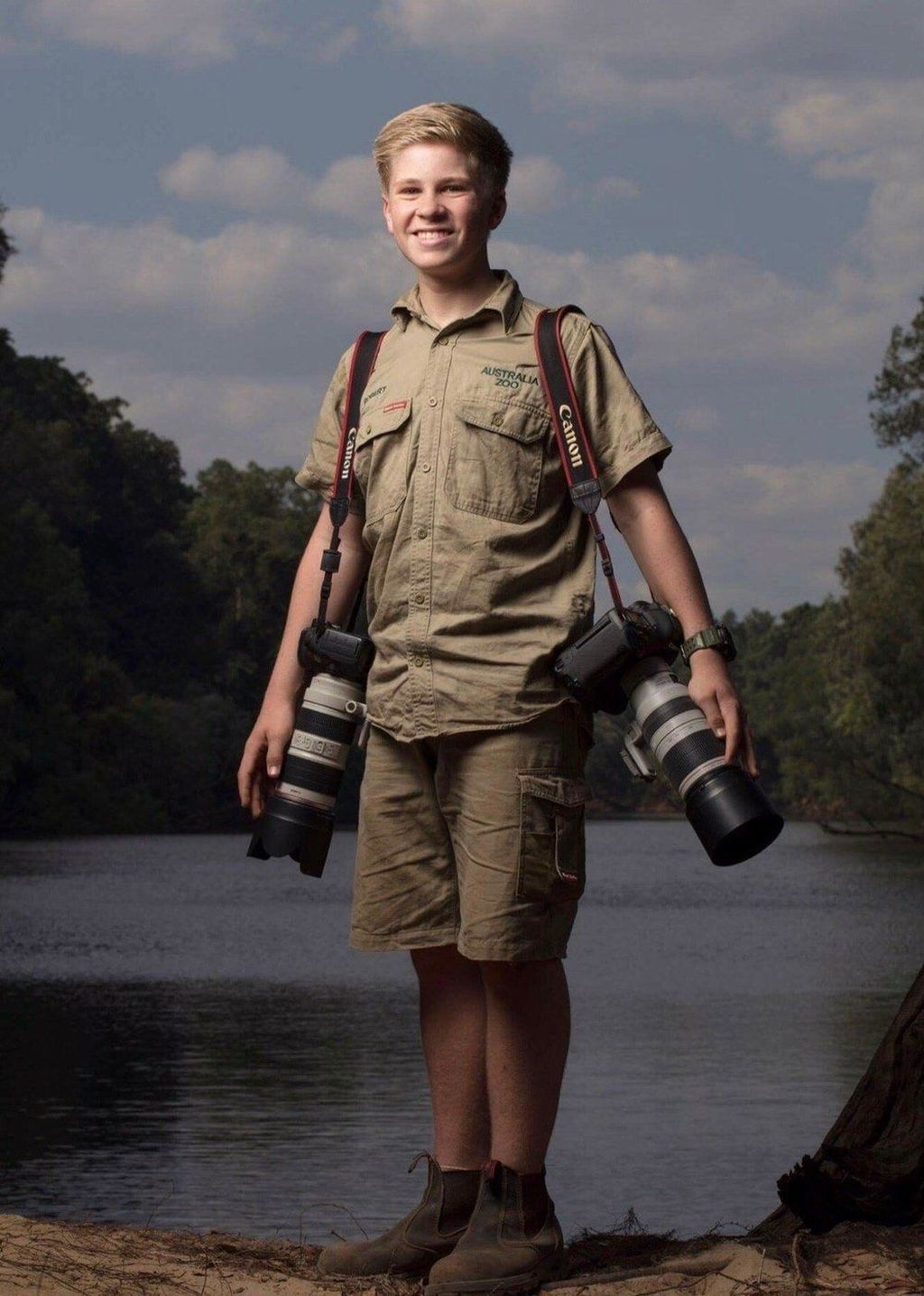 Dia adalah Robert Irwin bocah berusia 13 tahun yang merupakan anak kedua dari Steve Irwin. Seperti diketahui nama Steve Irwin merupakan sosok terkenal di dunia perhewanan buas. Ia terkenal dengan julukan Sang Penakluk Buaya.Foto: Robert Irwin