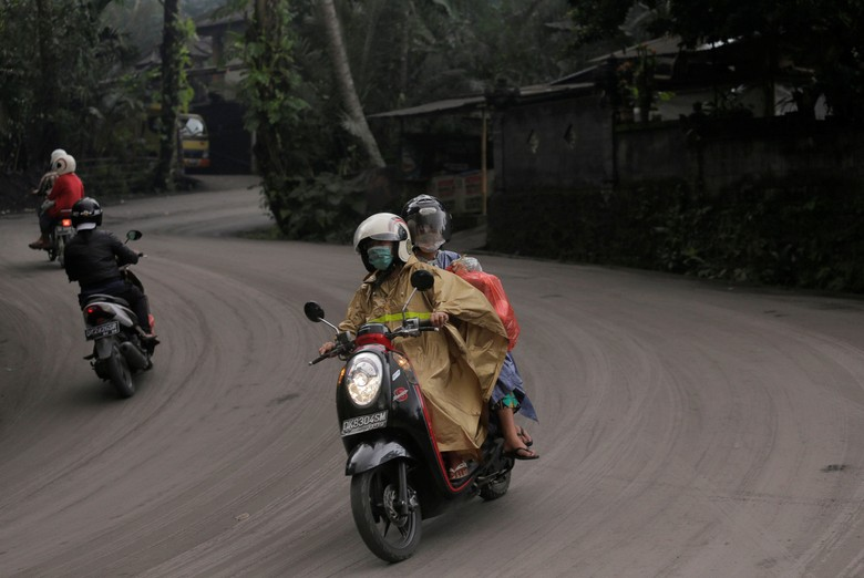 Hujan abu di Bali : Gunung Agung (Foto: Dok. REUTERS/Johannes P. Christo)