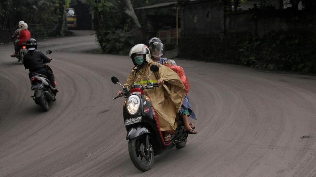 Tips Berkendara di Daerah Rawan Bencana Seperti Gunung Meletus