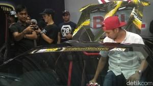 Raffi, Gigi, dan Rafathar Mandi Bareng Lamborghini