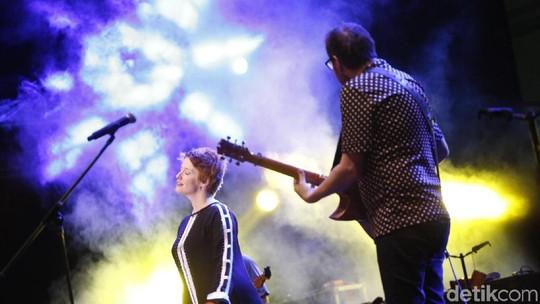 Menengok Aksi Musisi di The 90s Festival