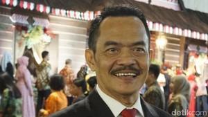 Ini Amir Nasution, Raja Pantun yang Jadi MC Resepsi Kahiyang-Bobby