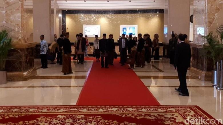 Keluarga Besar Jokowi Bersiap Hadiri Resepsi Kahiyang-Bobby di Medan